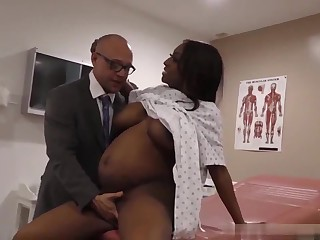 Doctor gives creampie to pregnant ebony infant with fat naturals